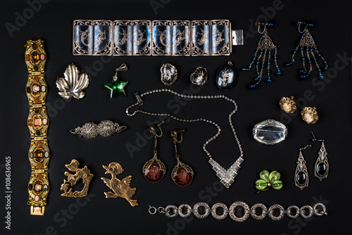 Stampa su Tela  Antique vintage jewelry collection on black background
