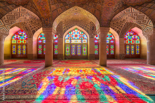 Foto Nasir Al-Mulk Mosque in Shiraz, Iran, also known as Pink Mosque