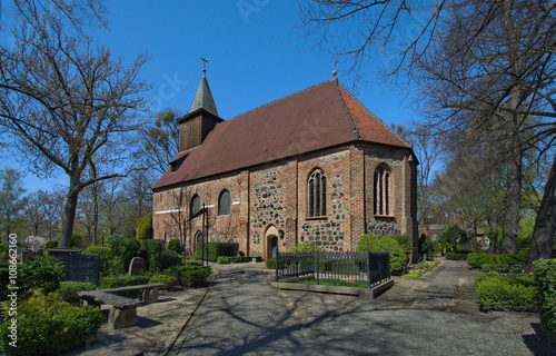Foto op Canvas Begraafplaats St.-Annen-Kirche in Berlin Dahlem, das älteste Gebäude in Dahlem