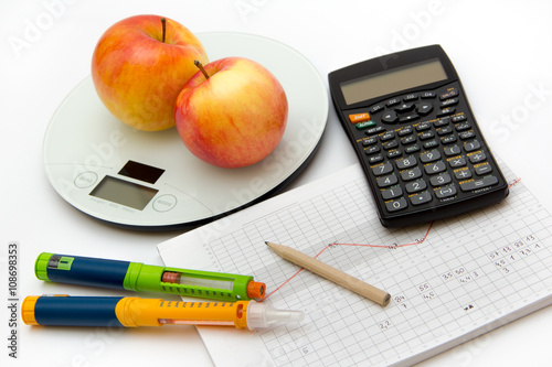Fotografía  Education about controlling diabetes - counting carbohydrates and blood sugar me