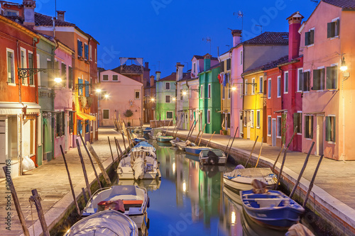 Photo sur Toile Canal Canal and colorful houses on Burano Island