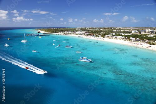 Valokuva  Grand,turk Beach Tropical island Water boat