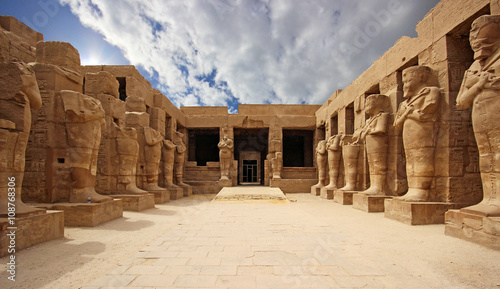 Foto op Aluminium Bedehuis Anscient Temple of Karnak in Luxor - Ruined Thebes Egypt