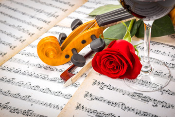 Fototapeta Do winiarni Close view of violin scroll, bow, red rose and wine