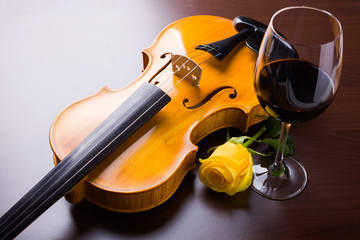 Fototapeta Do winiarni Violin, flower and red wine