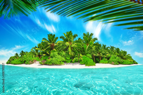 Photo Stands Turquoise Whole tropical island within atoll in tropical Ocean. Uninhabite