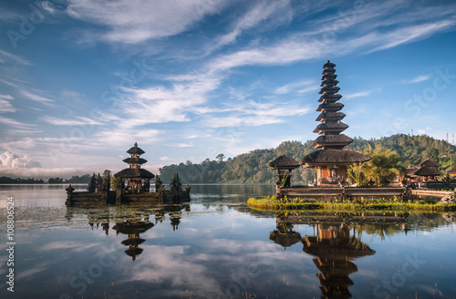 In de dag Bali View od a Temple at Bali Indonesia