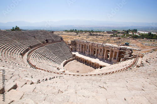 Fotomural Antique amphitheater in the ancient city of Hierapolis