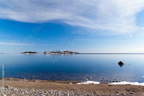 Valokuva  The beach and a small rocky island in Lake Ladoga