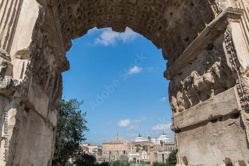 Photo  View of Constantine Arch or Arco di Costantino