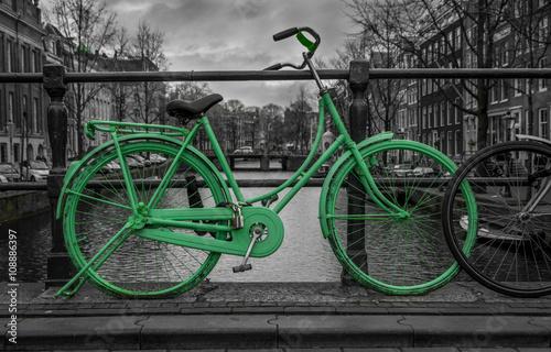 zielonego-roweru-czarny-i-bialy-tlo