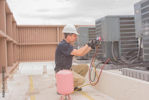 HVAC Technician Maintenance – kaufen Sie dieses Foto und finden Sie ...