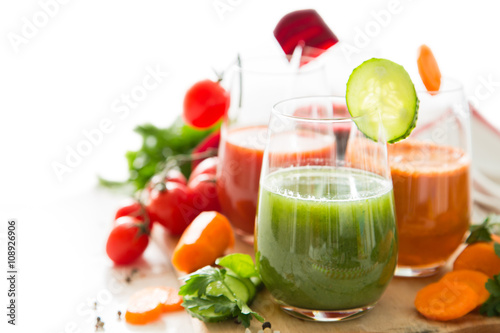 obraz dibond Selection of colorful vegetable juice in glasses