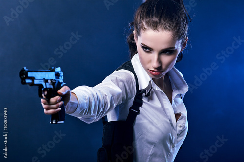 Photo  beautiful sexy girl holding gun . smoke background