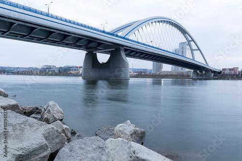 Tuinposter Brug Apollo Bridge Bratislava