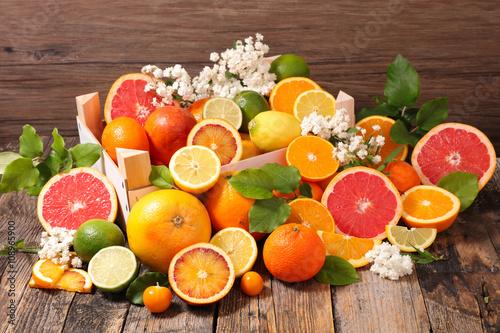 Fotografiet assorted citrus fruit