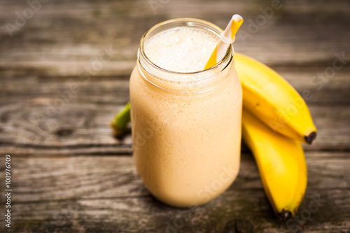 Tuinposter Milkshake Fresh banana shake