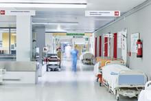Arzt Krankenhaus Unscharf Flur...