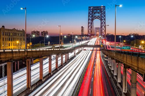 Keuken foto achterwand New York Rush hour traffic with light trails on George Washington Bridge, in New York City