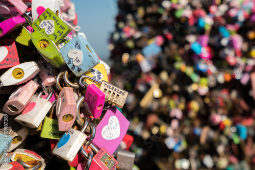 In de dag Seoel locked at seoul tower