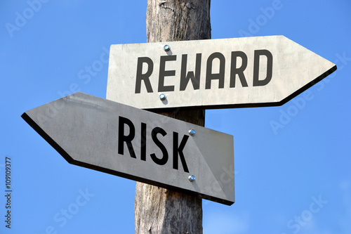 Fotografia, Obraz  Risk and reward signpost