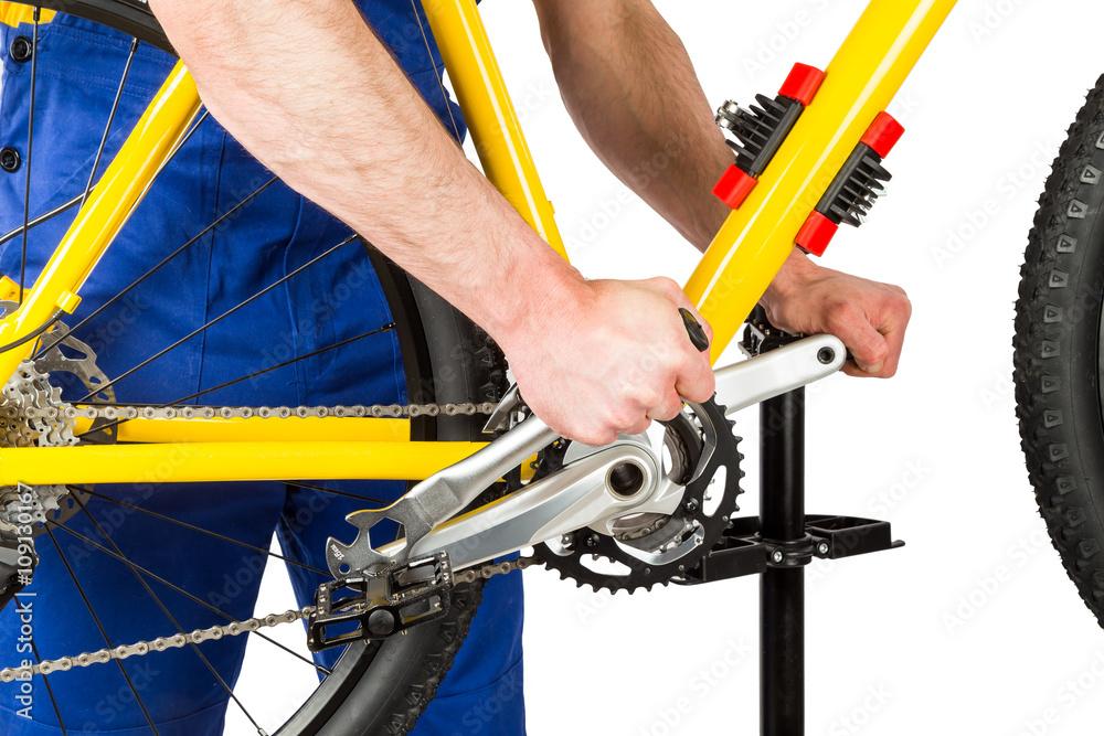 Fahrradmechaniker Pedal auf dem Mountainbike / Fahrrad mechaniker ...