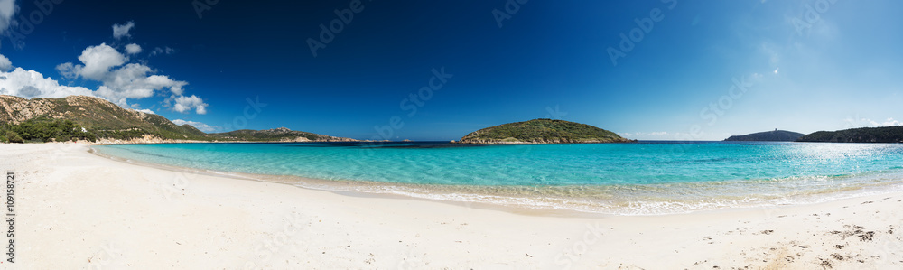 Photo  Panoramic view of a beautiful desert beach with white sand and clear sea