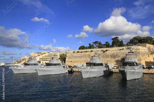 Military Ship in the Grand Harbour of Valletta Fototapet