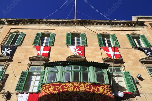Foto auf AluDibond Weinlese-Plakat Facade in Valletta, Malta