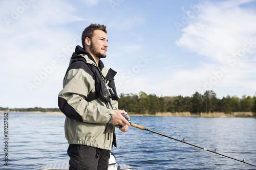 Papiers peints Peche Young man fishing