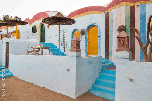 Photo Traditional colorful houses in Nubian village in Aswan, Egypt.