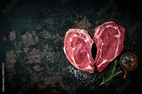 Staande foto Vlees Heart shape raw fresh veal meat steaks