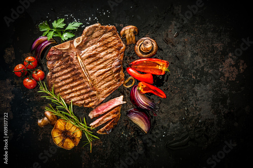 Aluminium Prints Grill / Barbecue Beef steak with grilled vegetables