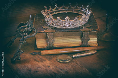 Photo  queen crown on old book. fantasy middle age concept