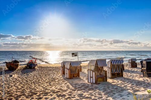 Obraz Strand am Morgen und Sonnenaufgang - fototapety do salonu