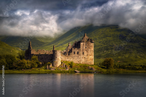Spoed Fotobehang Kasteel Kilchurn Castle reflections in morning light,, Highlands, Scotland