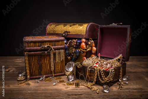 Fotografie, Obraz Small pirate treasure chest
