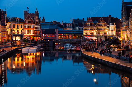 Foto op Aluminium Oude gebouw Flemish city Ghent, Belgium at night