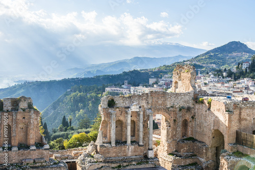 Poster Rudnes Ruins of the ancient greek theater of Taormina. Etna view. Sicily. Italy.