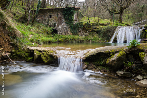 In de dag Molens Ancient water mill of Belandia, Vizcaya (Spain)