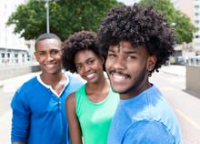 Drei Junge Afrikanische Jugendliche In Der Stadt
