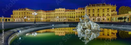 In de dag Wenen Schloss Schönbrunn Wien Panorama