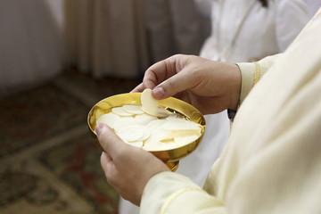 Fototapeta Do kościoła Comunión. Ceremonia religiosa. Comulgando. Ritual religioso.