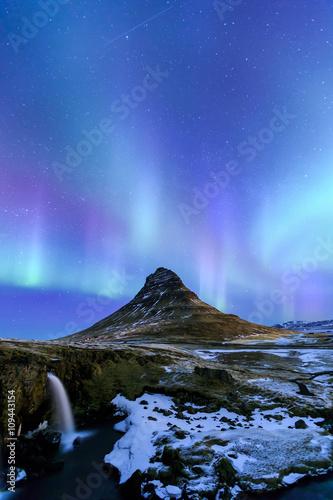 Photo  Kirkjufell and Aurora in Iceland.