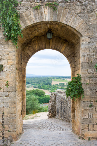 fototapeta na lodówkę Medieval Doorway Leading to Tuscan Countryside in Italy