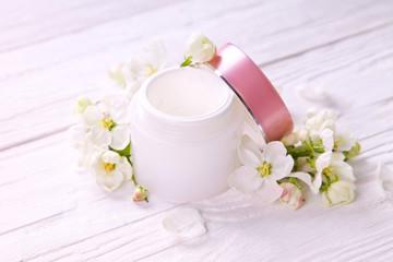 Obraz na płótnie Canvas Natural facial cream with apple blossom