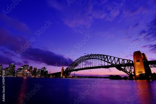 オーストラリア シドニーのハーバーブリッジ © hit1912
