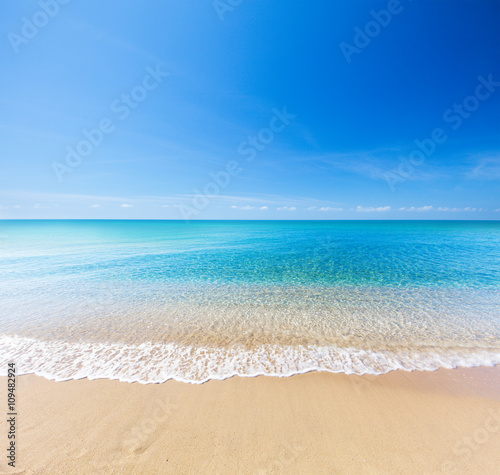 Foto auf Gartenposter Strand beach and tropical sea