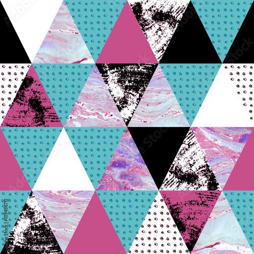 wzor-w-niebiesko-fioletowe-trojkaty-grunge-akwarela-tekstura