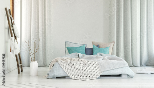 Fotografia  Large bed in room with long white curtains